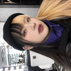 47 Ideas for half dyed hair ulzzang Short Dyed Hair, Half Dyed Hair, Dyed Hair Ombre, Dyed Hair Purple, Dyed Hair Pastel, Dyed Blonde Hair, Pelo Ulzzang, Ulzzang Girl, African Hairstyles