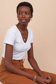 Fitted top in organic cotton soft jersey with a V-neck and short sleeves. Black Is Beautiful, Black Girl Magic, Black Girls, Curly Hair Styles, Natural Hair Styles, Grow Long Hair, Hair Loss Women, Black Girl Aesthetic, Black Women Hairstyles