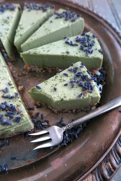 This No-Bake Matcha Green Tea Cheesecake is a wonderful and unique dessert to share for any celebration. Plus, it is totally allergen-free! Unique Desserts, Healthy Desserts, Dessert Recipes, Paleo Dessert, Dessert Ideas, Healthy Food, Green Tea Cheesecake, Vegan Cheesecake, Matcha Dessert
