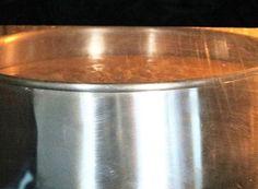 Uso ela há 5 anos para TORTAS, BOLOS COM PASTA AMERICANA OU CHANTILI, BOLO GELADO, BOLO DE POTE… Variação: Essências e Chocolate ( 4 Colheres ou a gosto de chocolate 50%) Muito boa para quem vende bolos no peso. Faz aproximadamente 1kg de massa Forma que useiFORMA REDONDA23X8CM Ingredientes: 300 gramas de Farinha de Trigo …