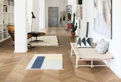 Al jaren op onze wish list: een visgraat vloer in de woonkamer