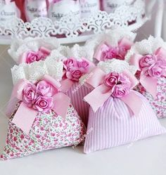 first birthday favors Diy Craft Projects, Diy And Crafts, Sewing Projects, Projects To Try, Lavender Bags, Lavender Sachets, Baby Shawer, Wedding Favours, Sewing Crafts