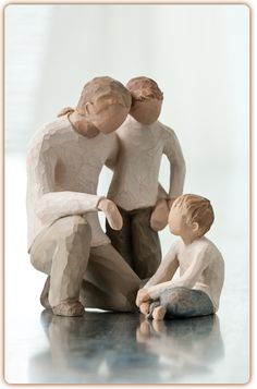 Willow Tree - Family Grouping (father with 2 children) Willow Tree Familie, Willow Figures, Willow Tree Engel, Willow Tree Figuren, Willow Tree Nativity, The Joys Of Motherhood, Tree People, Cool Tree Houses, New Dads