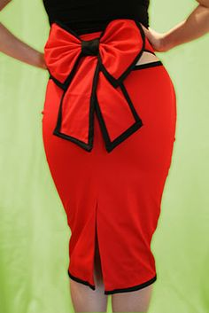 Pin up-rockabilly- Dita-vintage-bow skirt. I'd like to create something similar but I think I have too much extra for the bow to lay down Look Rockabilly, Rockabilly Fashion, Skirt Outfits, Cute Outfits, Flannel Outfits, Moda Pinup, Pin Up Style, My Style, Estilo Pin Up
