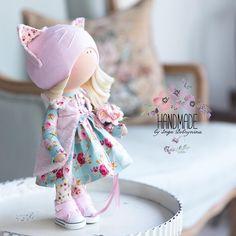 Волшебная девочка ручной работы #текстильнаякукла#интерьернаякукла#handmade#ручнаяработа#куклыручнойработы#кукласвоимируками#куклатильда Sock Animals, Flower Fairies, Soft Dolls, Diy Doll, Fabric Dolls, Felt Crafts, Crochet Hats, Sewing, Cute