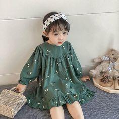 Baby Girl Dress Design, Girls Frock Design, Kids Frocks Design, Baby Girl Dress Patterns, Baby Frocks Designs, Kids Outfits Girls, Little Girl Outfits, Girls Fashion Clothes, Little Girl Fashion
