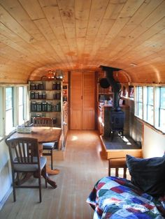 35 Extraordinary Small School Bus RV Conversion Ideas - Smart Home and Camper Small House Living, Bus Living, Living In A Caravan, Living In An Rv Full Time, School Bus Rv Conversion, Camper Conversion, School Bus House, School Buses, Tyni House