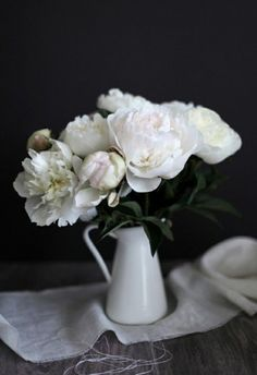 Calming shades of white | Evi Grintela