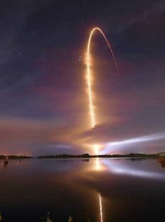 Amazing long-exposure shot of a space shuttle launch.  Twitter / Scienceporn