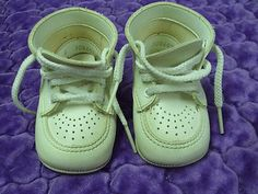 Vintage Child's Size 1 One Leather Like Baby Bootie Shoes Clean and Odor Free US shipping
