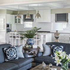 Coastal decor, beach art and furniture. You can improve the natural beauty in your home with splashes of white, as well as beach house decorating ideas. Hamptons Living Room, Home Living Room, Living Room Decor, Hamptons Style Decor, Blue And White Living Room, Green Home Decor, White Decor, Interiores Design, Home Fashion