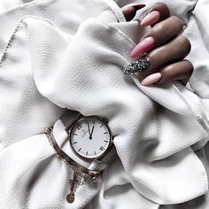"#chromenails #silvernails Stiletto Nails Ideas/ Wedding Nails Inspirations 2018/ Pomysł na Ślubny Manicure  <a href=""https://weddingshades.neonail.pl/?utm_source=social&utm_medium=pinterest""> LAKIERY HYBRYDOWE NEONAIL WEDDING SHADES</a>"