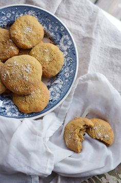 These comforting gluten free carrot bread rolls are lovely straight from the oven with a generous spread of butter and a couple slices of cheese. Gluten Free Vegetarian Recipes, Bread Rolls, Sin Gluten, Pretzel Bites, Food Inspiration, Bread Recipes, Carrots, Breakfast Recipes, Healthy