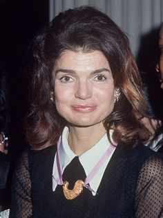 Jackie Kennedy's assistant reveals details about her restricted diet in a new memoir John Kennedy, Jackie Kennedy Style, Les Kennedy, Jacqueline Kennedy Onassis, Caroline Kennedy, Southampton, Jaqueline Kennedy, Lee Radziwill, Hot Hair Colors