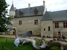 Chinon with dragons