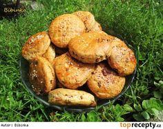 Škvarkové placky Salmon Burgers, Baked Potato, Pizza, Good Food, Potatoes, Treats, Chicken, Baking, Vegetables