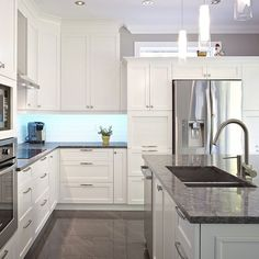 Transitional style kitchen with custom solid wood cabinets Kitchen Interior, Home Interior Design, Kitchen Decor, Solid Wood Cabinets, White Kitchen Cabinets, Gray And White Kitchen, Cocinas Kitchen, Contemporary Kitchen Design, Open Concept Kitchen