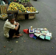 Life Isnt Fair, Old Faces, Dutch East Indies, Aesthetic Wallpapers, Street Food, Iphone Wallpaper, Motivation, Islam Quran, Pictures