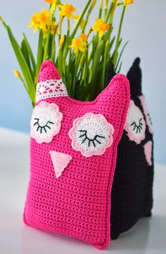 Life with Mari: maaliskuuta 2014 Knitted Cat, Crochet Tote, Crochet Fashion, Beautiful Crochet, Projects To Try, Crochet Patterns, Throw Pillows, Etsy, Blanket