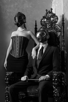 Only if the Court of Owls wore owl-shaped gas makes. Something about gas masks that make me all warm and fuzzy. Gas Mask Art, Masks Art, Gas Masks, Ep Logo, Le Joker Batman, Arte Obscura, Dark Photography, Dieselpunk, Art Plastique