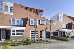 Te koop: Matissehof 177, Hoorn - Hoekstra en van Eck - Moderne en royale uitgebouwde woning, type herenhuis in Amsterdamse Schoolstijl met inpandige garage-berging, hete lucht verwarming en heerlijke tuin in fijne en rustige woonomgeving. Kindvriendelijke en gezellige buurt. Scholen, supermarkt en sportfaciliteiten in directe omgeving.