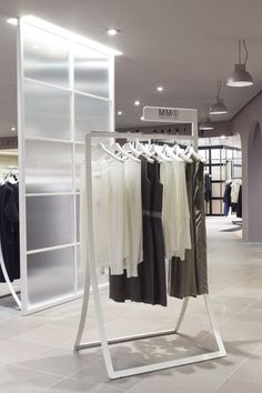 Nendo renueva la sección femenina de los grandes almacenes La Rinascente en Milán.   diariodesign.com