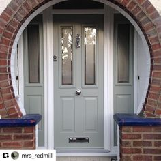 We like this a lot 💚 Another fine example of the Ludlow in Painswick. Can you see why this is our most popular door style? Arched Front Door, Victorian Front Doors, Grey Front Doors, Front Doors With Windows, Front Door Entrance, Exterior Front Doors, House Front Door, Front Door Colors, House With Porch