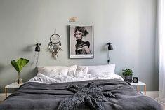 Fint utan sänggavel med - marmorborden från Åhlens?