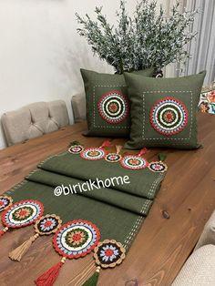 Crochet Table Mat, Crochet Square Patterns, Gucci, Shoulder Bag, Bags, Dish Towels, Blue Prints, Handbags, Shoulder Bags