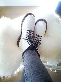 getting these white doc martens for christmas omg yas Sock Shoes, Cute Shoes, Me Too Shoes, Shoe Boots, Shoes Heels, Flat Shoes, Dr. Martens, White Doc Martens, Doc Martens Oxfords
