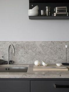 Dark grey kitchen with a natural stone top Luxury Kitchens Dark Grey Kitchen natural Stone Top Luxury Kitchen Design, Best Kitchen Designs, Interior Design Kitchen, Minimal Kitchen Design, Interior Modern, Grey Kitchens, Luxury Kitchens, Cool Kitchens, Kitchen Tops