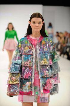 Ravensbourne Autumn/Winter 2013 Ready-To-Wear – fashion fail Fashion Fail, Weird Fashion, Colorful Fashion, Runway Fashion, High Fashion, Fashion Show, Womens Fashion, Fashion Design, Mode Outfits