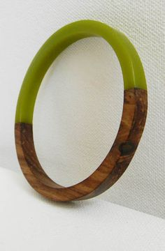 bakelite & wood bracelet. love the color and tropical / tiki feel.