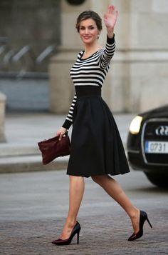La Reina Letizia, impecable en Galicia: look de Hugo Boss y peinado de trenzas                                                                                                                                                                                 Más
