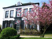 Hotel Pension 't Huys Grol Renesse  Description: Het Huys Grol is een geheel gerestaureerde voormalige buitenplaats aan de binnenduinrand van het eiland Schouwen. De buitenplaats ligt direct aan de rand van het centrum van Renesse. Het schitterend gerestaureerde huis is bijzonder sfeervol en biedt de gasten alle luxe en comfort in een bijzonder mooie omgeving. Het huis is oorspronkelijk gebouwd in 1599 waarna het een aantal malen is herbouwd voor het laatst in 1870. Het huis valt onder…