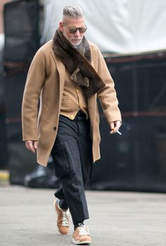 ( link) Nick Wooster in a camel coat during NYFW. Dark Mens Fashion, Trendy Fashion, Womens Fashion, Male Fashion, Fashion Boots, Fashion Outfits, Looks Style, Looks Cool, Men Looks