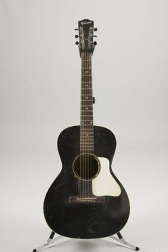 Black vintage Gibson L-00 guitar from the 30s.