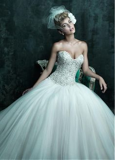 ALLURING TULLE BALL GOWN SWEETHEART NECKLINE NATURAL WAISTLINE WEDDING DRESS IVORY WHITE LACE BRIDAL GOWN