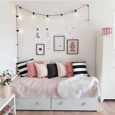 66 Trendy Bedroom Black And White Ideas String Lights Bedroom Black, Small Room Bedroom, Trendy Bedroom, Small Rooms, Bedroom Wall, Modern Bedroom, Black Bedrooms, Small Spaces, Master Bedroom