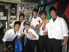 【新宿2号店】 2012年10月9日  元気なアメフトをプレーしている高校生のグループが遊びにきてくれました!!    写真でも元気の良さが伝わってきますね    なんでもコミックの「アイシールド21」を読んでアメフトを始めたとか!