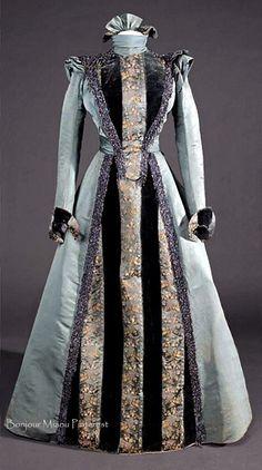 Dress, Manuel Bertran, Nice, ca. 1890. Museu del Disseny de Barcelona Facebook