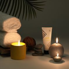 Whether it's deep within yourself, in the wellbeing of your skin, or the world around you, balance is beautiful, and it's something we all pursue ☯ The soothing ritual of the Epoch Yin and Yang Mask can help you find it. Take a moment for yourself, let your mind wander and relax while this special mask detoxifies and nourishes your facial skin for that lit-from-within glow – leaving you perfectly balanced, both inside and out 🧘🏻♀️ Ap 24 Toothpaste, Dry Face, Epoch, Iron Oxide, Growing Flowers, Yin Yang, Candle Jars, Nu Skin, Beauty Secrets
