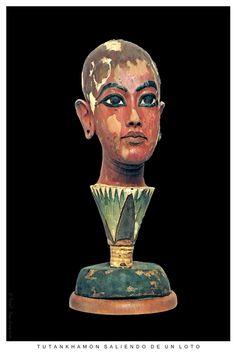 Tutankhamon saliendo de un loto