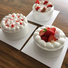 Image in Yummy 🍩🍪 collection by on We Heart It Pretty Birthday Cakes, Pretty Cakes, Mini Cakes, Cupcake Cakes, Cake Recipes, Dessert Recipes, Think Food, Strawberry Cakes, Strawberry Cake Decorations