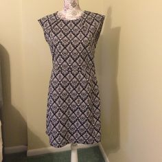 Bar II dress Bar II black and white dress size l worn once above the knee length with a cute exposed zipper in the back. Super cute with tights The Limited Dresses