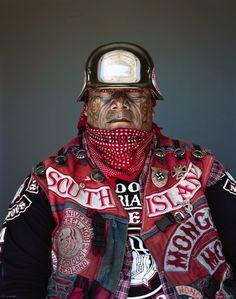 Фотограф сделал впечатляющие портреты членов Монгрел Моб — крупнейшей банды Новой Зеландии | В мире интересного