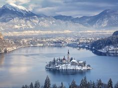 Κάνε ένα ταξίδι στο όνειρο μέχρι τις Ιουλιανές Άλπεις και τη λίμνη Bled όλες τις εποχές τους χρόνου στη low budget εκδοχή του.
