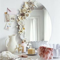 paper flowers on mirror at Marie Claire Idées. should do something like this to my bedroom vanity mirror. Flower Mirror, Flower Frame, Diy Dorm Decor, Dorm Decorations, Wall Decor, Room Decor, Fake Flowers, Diy Flowers, Fabric Flowers