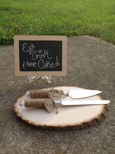Twine wrapped cake server & knife set with engraved hearts! Perfect for a rustic country chic wedding <3