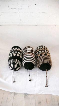 Pillow Crochet Marrakech triangles and diamonds por lacasadecoto, €26.00